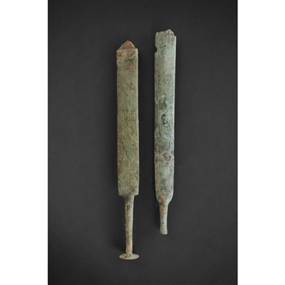 Lot 7-PAIR OF VILLANOVAN DAGGERS
