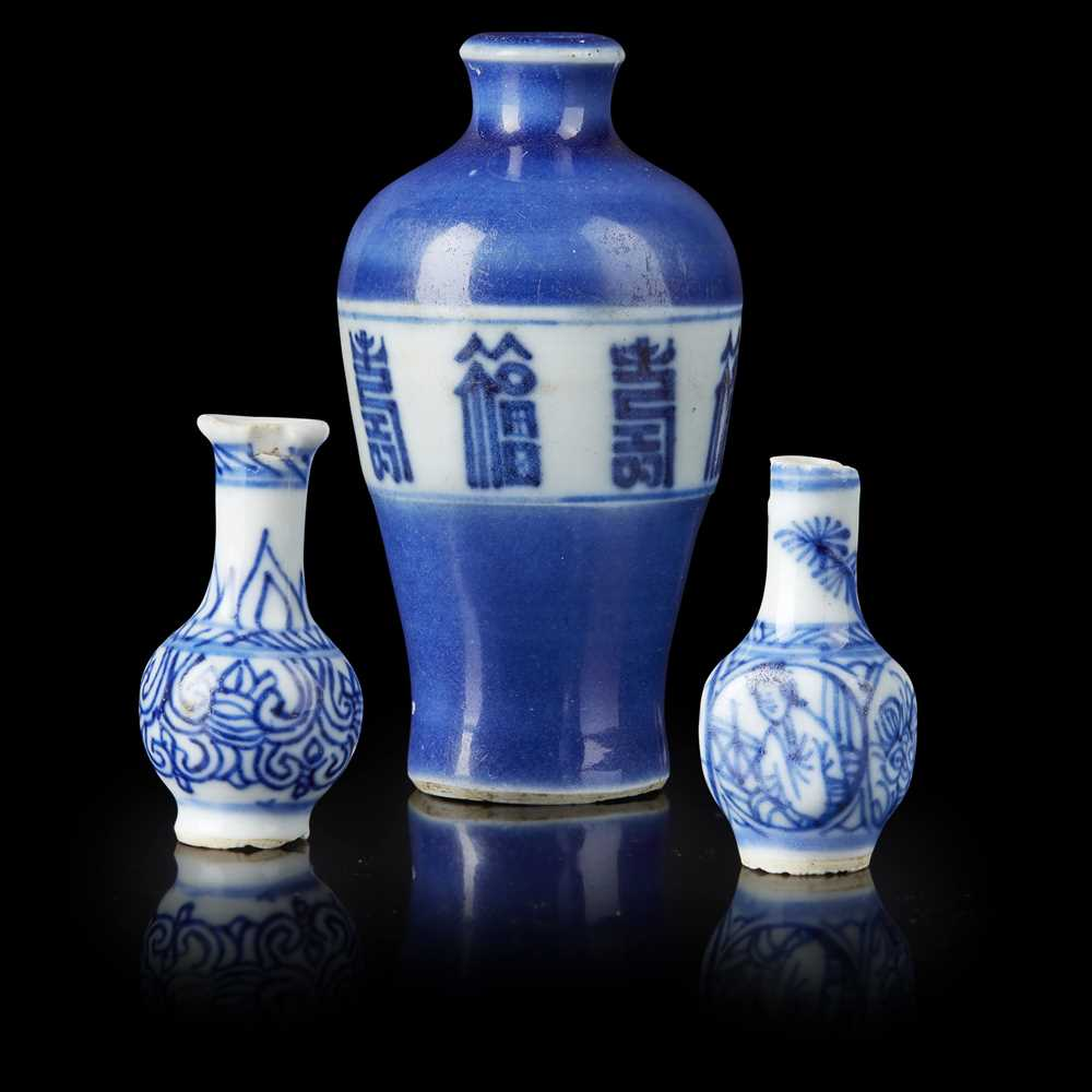 Lot 93 - BLUE AND WHITE SNUFF BOTTLE