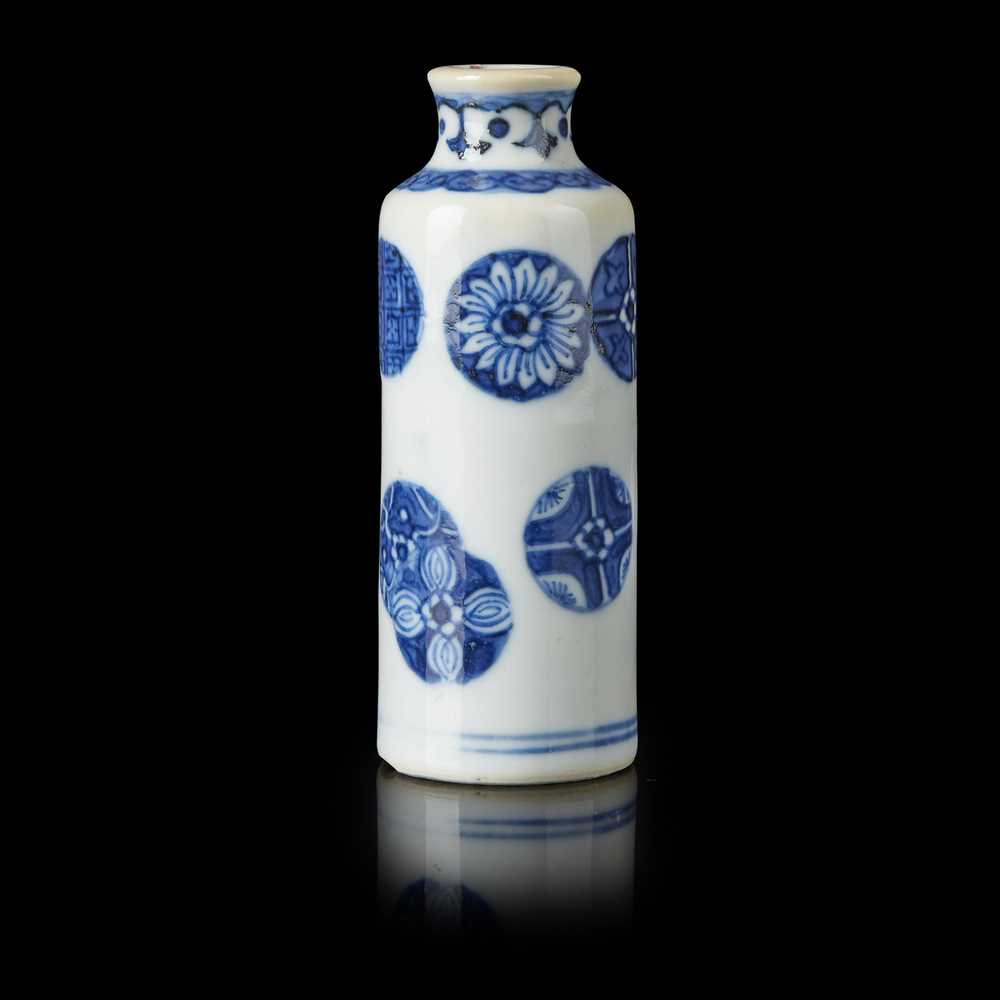 Lot 89 - BLUE AND WHITE SNUFF BOTTLE