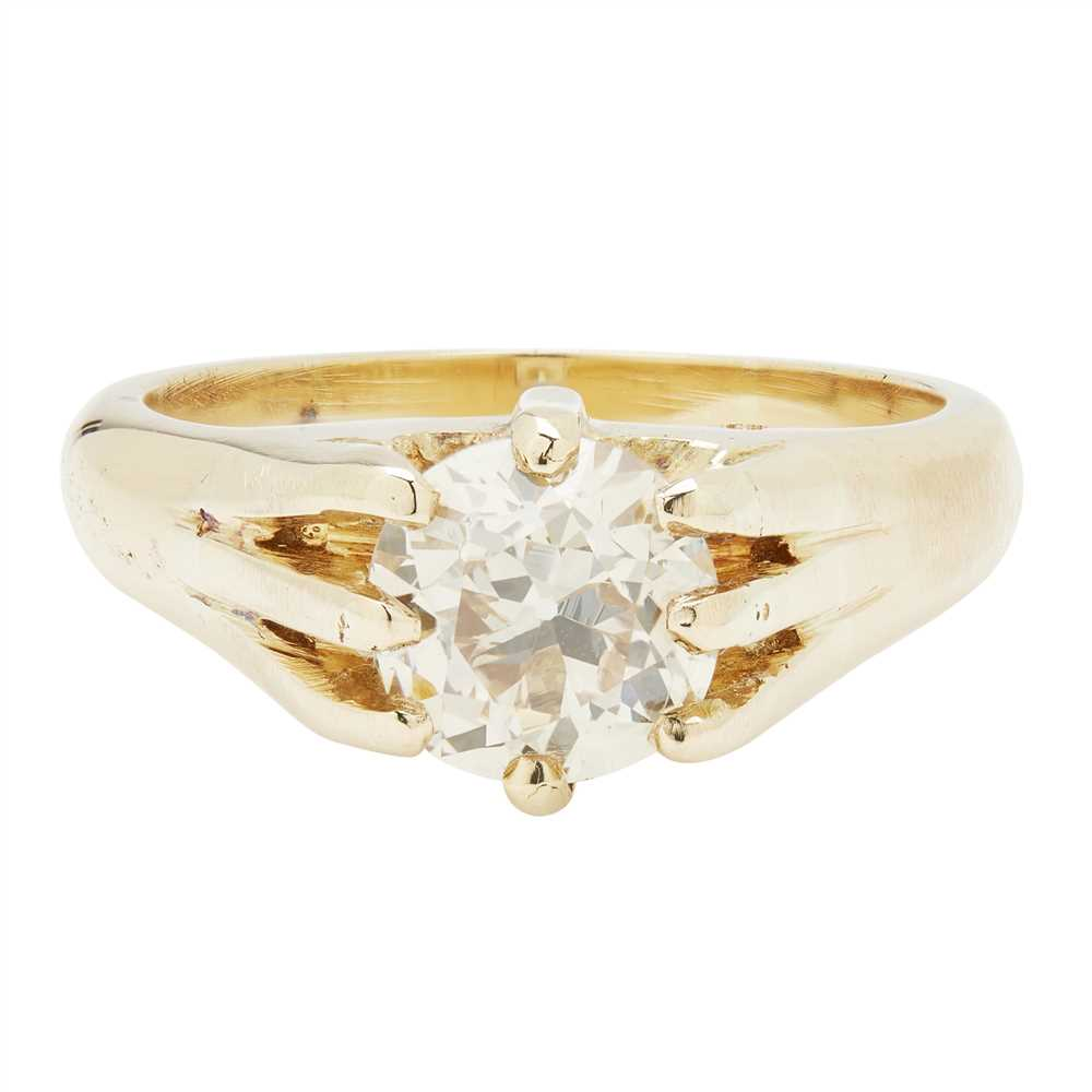 Lot 25-A diamond solitaire ring