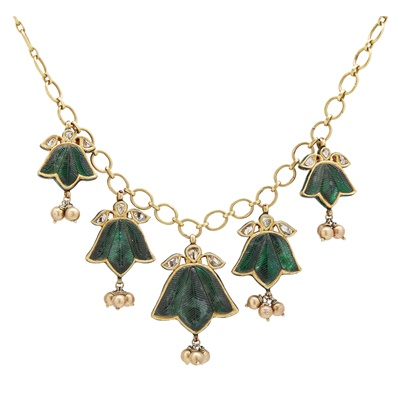 Lot 121 - An Indian emerald and diamond set necklace