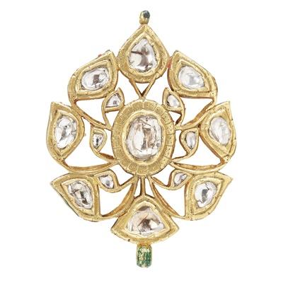 Lot 118 - An Indian diamond set pendant