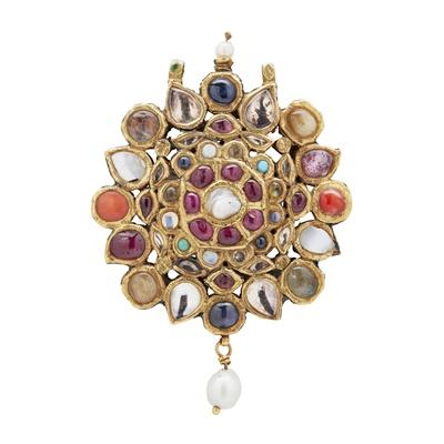 Lot 120 - An Indian Navaratna gem-set pendant