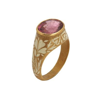 Lot 116 - A tourmaline set ring