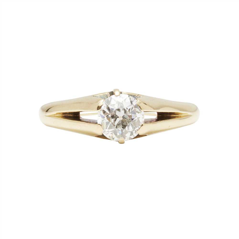Lot 10-A single stone diamond ring