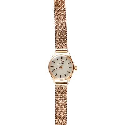 Lot 151 - A lady's 9ct gold wrist watch, Omega