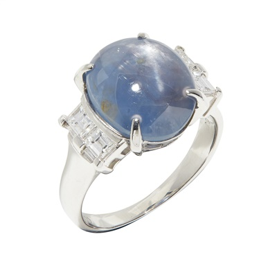 Lot 83 - A star sapphire and diamond set ring