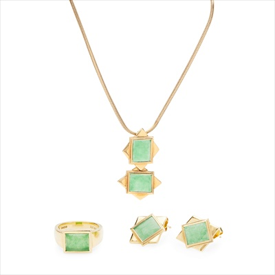 Lot 17-An 18ct gold jade set suite of jewellery, Boodle & Dunthorne