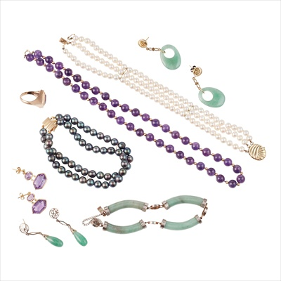 Lot 138 - A collection of gem set jewellery