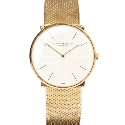 Lot 145 - A gentleman's 18ct gold wrist watch. Audemars Piguet