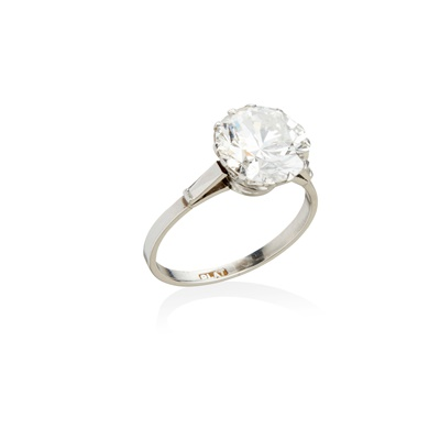 Lot 20-A single stone diamond ring