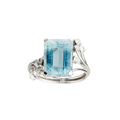 Lot 34-An aquamarine and diamond set ring