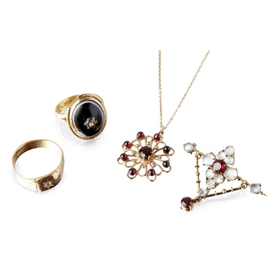 Lot 132 - A collection of gem set jewellery