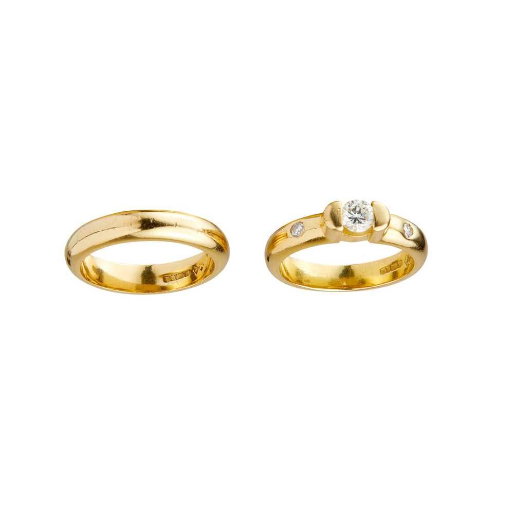 Lot 12-An 18ct gold single stone diamond ring