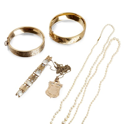 Lot 127 - A collection of gold jewellery