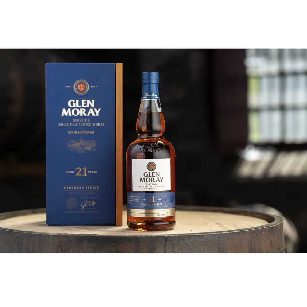 Lot 34 - A BOTTLE OF GLEN MORAY 21 YEAR OLD PORT WOOD FINISH