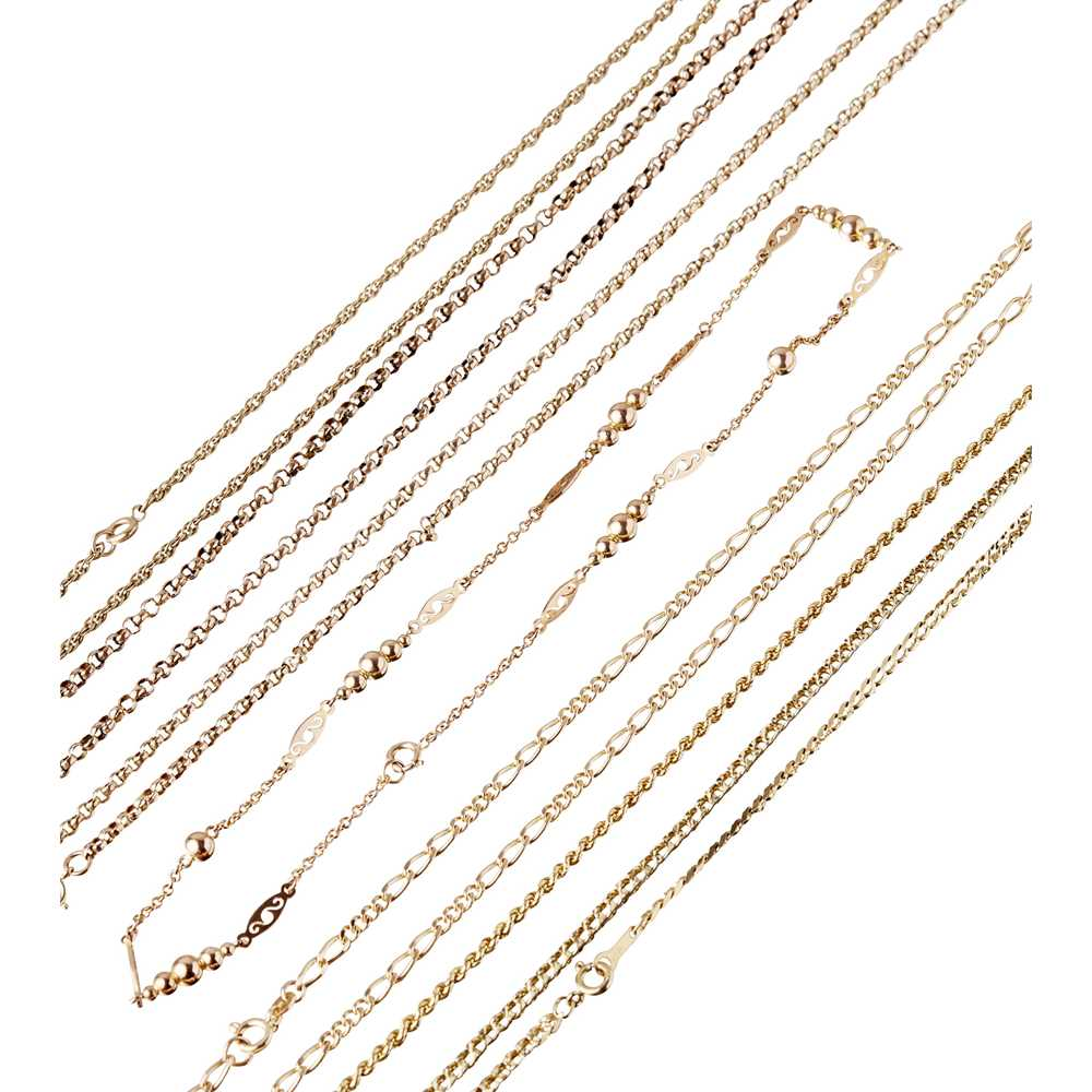 Lot 108 - A collection of chains