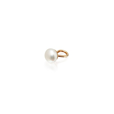 Lot 86 - A natural pearl button
