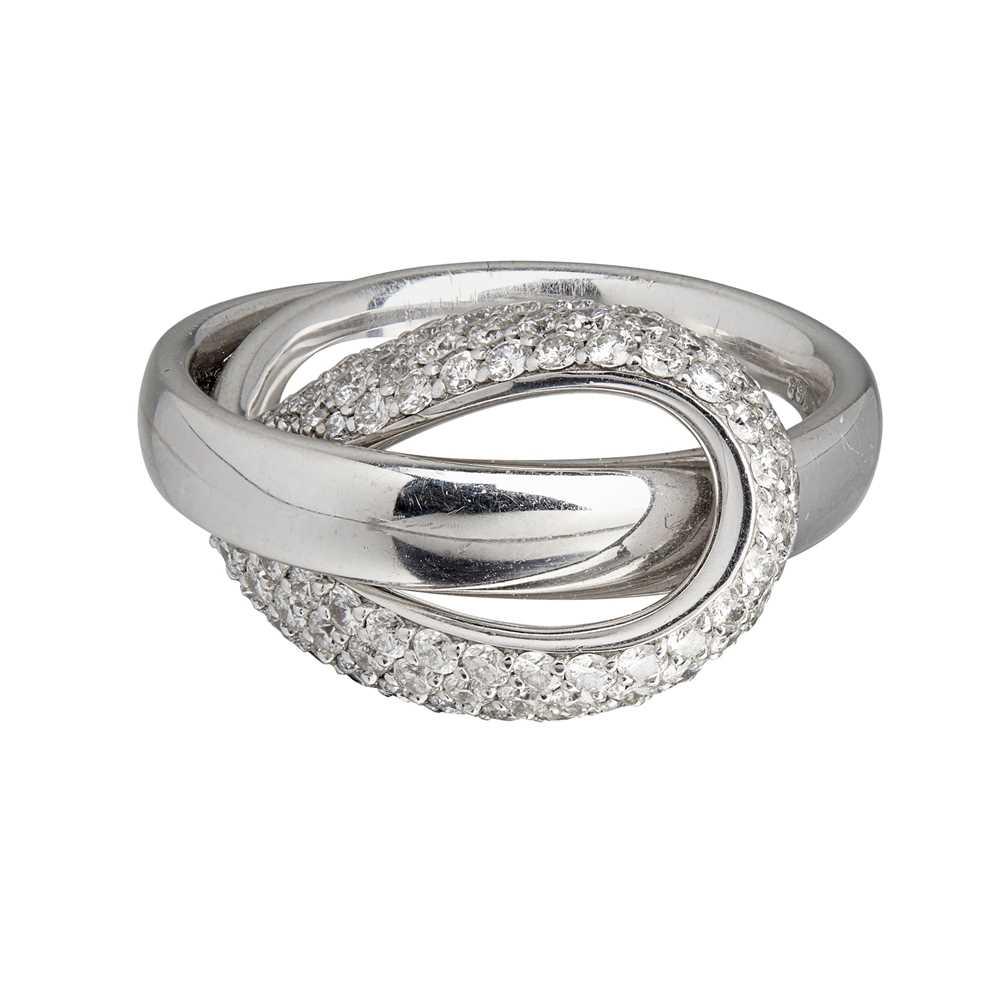 Lot 38 - A contemporary diamond set ring