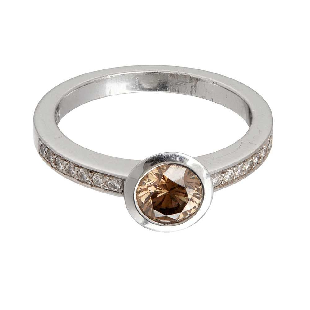 Lot 79 - A coloured diamond set ring