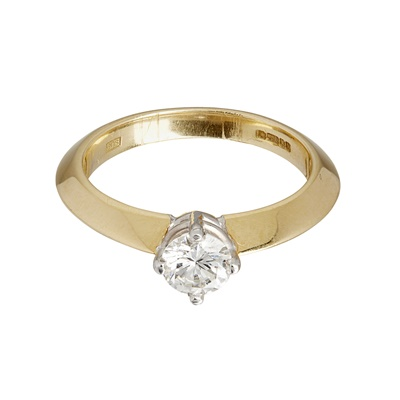 Lot 8-A single stone diamond ring
