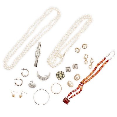 Lot 129 - A collection of gem set and costume jewellery