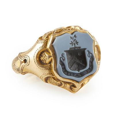 Lot 170 - An 18ct gold and sardonyx seal ring