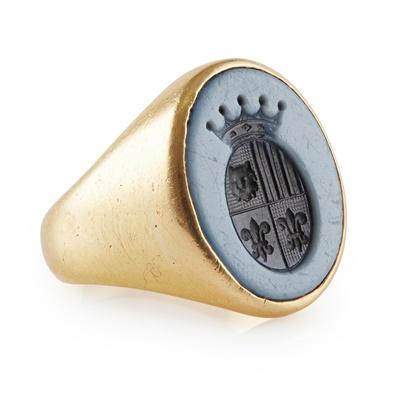 Lot 162 - A gold and val sardonyx seal ring
