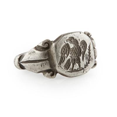 Lot 161 - A 17th/18th century white metal intaglio ring