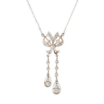 Lot 36 - A Belle Epoque diamond set pendant necklace