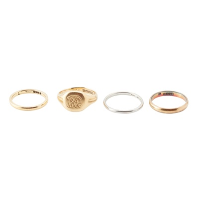 Lot 83 - A collection of rings