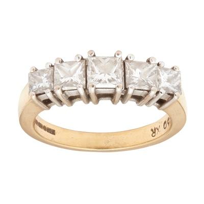 Lot 33 - An 18ct gold five stone diamond ring