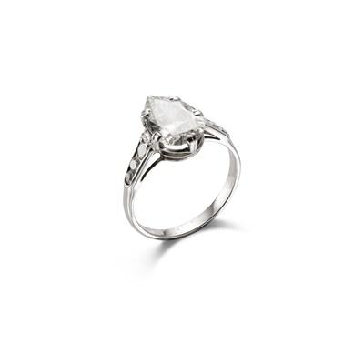 Lot 31 - A diamond single-stone ring