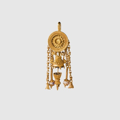 Lot 28 - HELLENISTIC GOLD EARRING