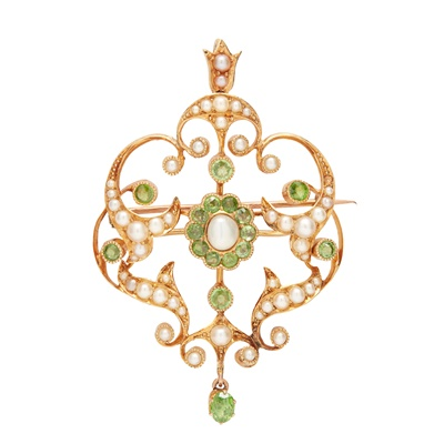 Lot 5-An early 20th century peridot and seed pearl set pendant