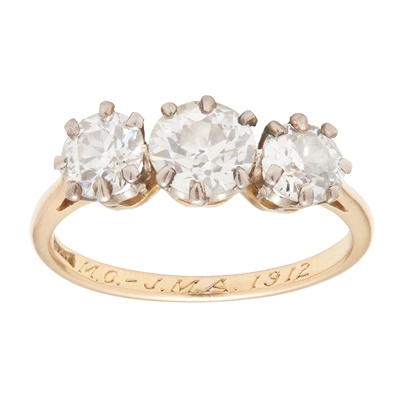 Lot 94 - A three stone diamond set ring