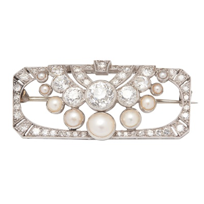 Lot 57 - A 1930s pearl and diamond set brooch