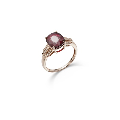Lot 103 - A ruby and diamond ring