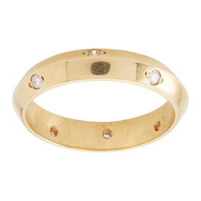 Lot 96 - An 18ct gold diamond set wedding band