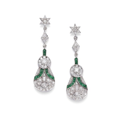 Lot 121 - A pair of emerald and diamond pendent earrings