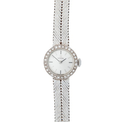 Lot 355 - A lady's 18ct white gold diamond cocktail watch, Omega