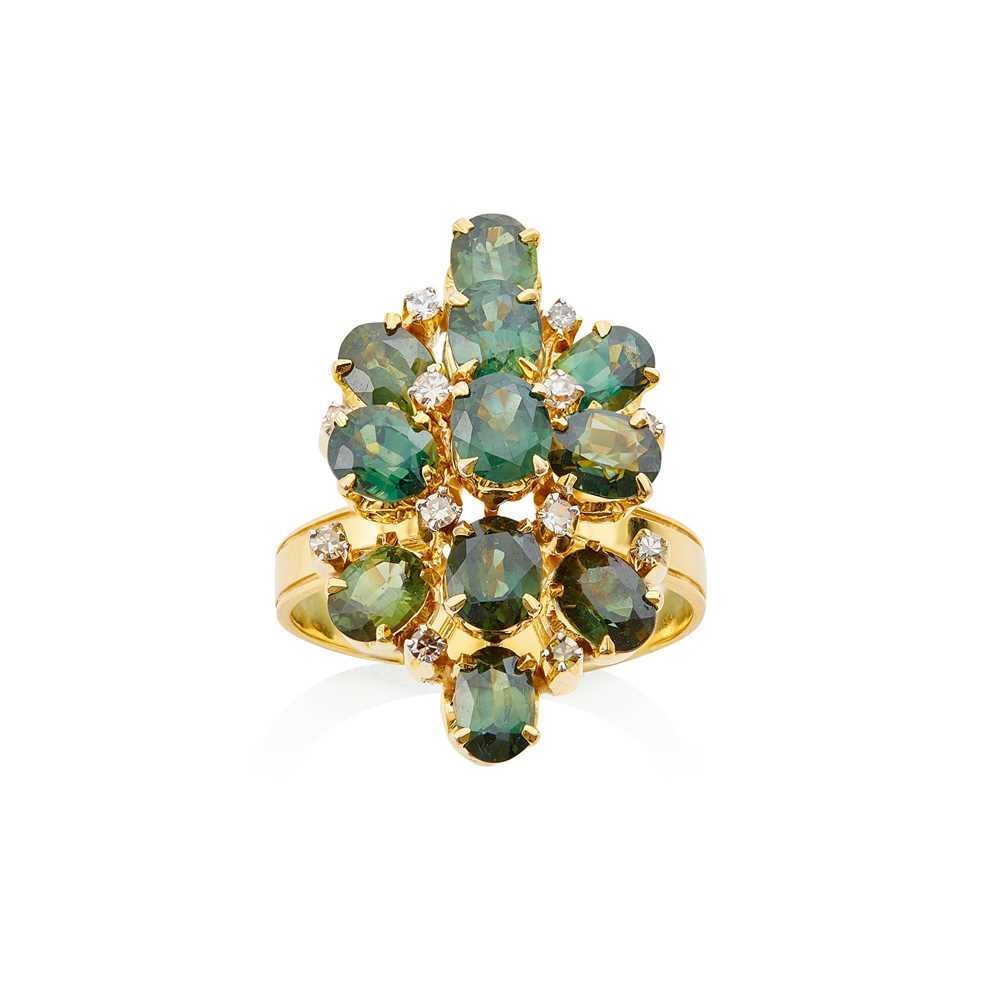Lot 12 - A green sapphire and diamond set cluster ring