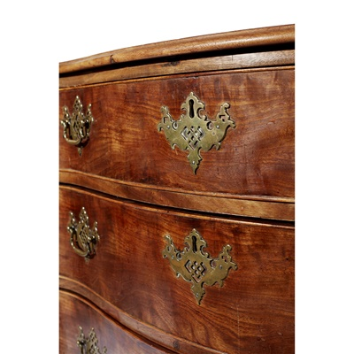Lot 132 - GEORGE III SERPENTINE CHEST OF DRAWERS