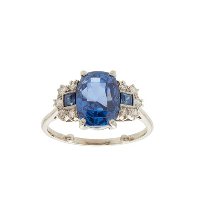 Lot 108 - A sapphire and diamond set ring