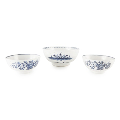 Lot 104 - THREE WORCESTER BLUE AND WHITE PORCELAIN BOWLS