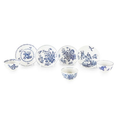 Lot 105 - GROUP OF WORCESTER BLUE AND WHITE PORCELAIN TEA WARES