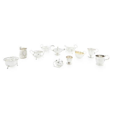 Lot 446 - A collection of 20th century silver to include