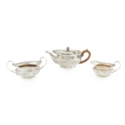 Lot 469 - An Edwardian three piece tea service