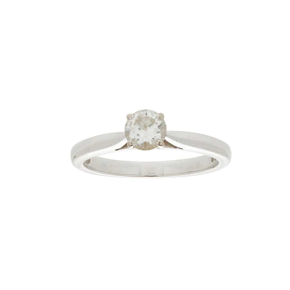 Lot 21 - A single stone diamond set ring