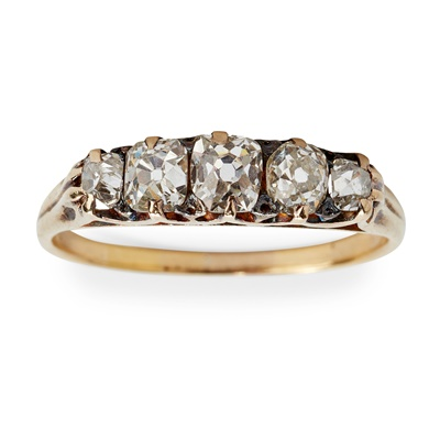 Lot 22 - A five stone diamond ring